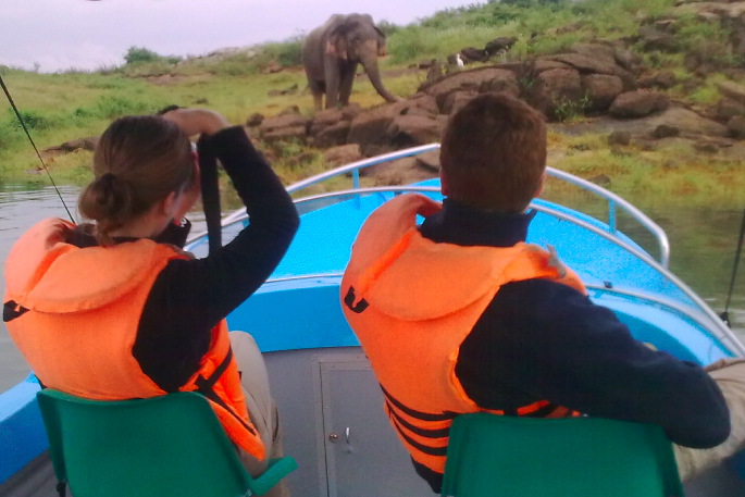 Elephant tours Sri Lanka - Elephant boat safari at Gal oya National Prak